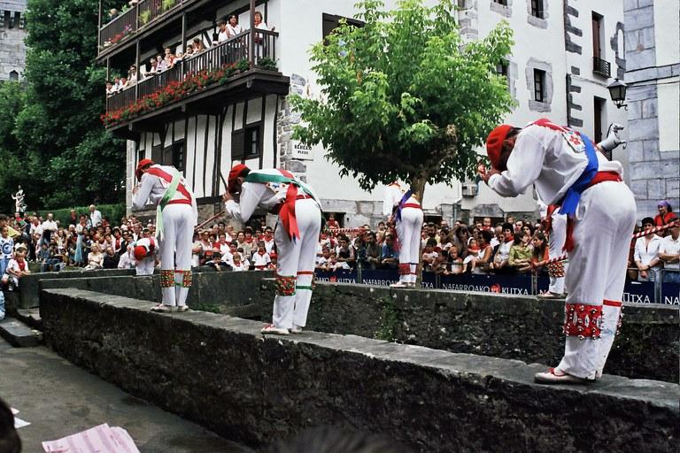 Lesaka, 2003. Zubigainekoa. Arg.: Mikel Larreategi (Dantzan.eus)