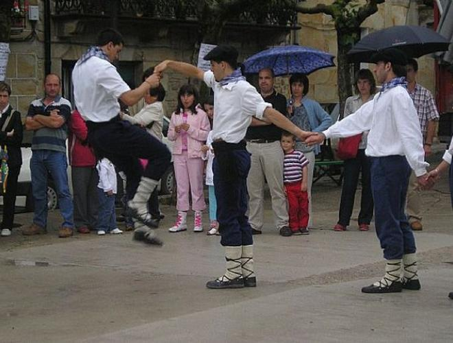 Lakuntza. Alkate Dantza. Zortzikoa. Día del Corpus de2014. Web de Ayto. de Lakuntza