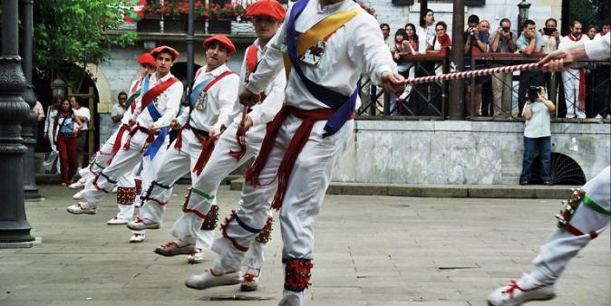 Lesaka, 2003. Zeharkakoa. Arg.: Mikel Larreategi (Dantzan.eus)