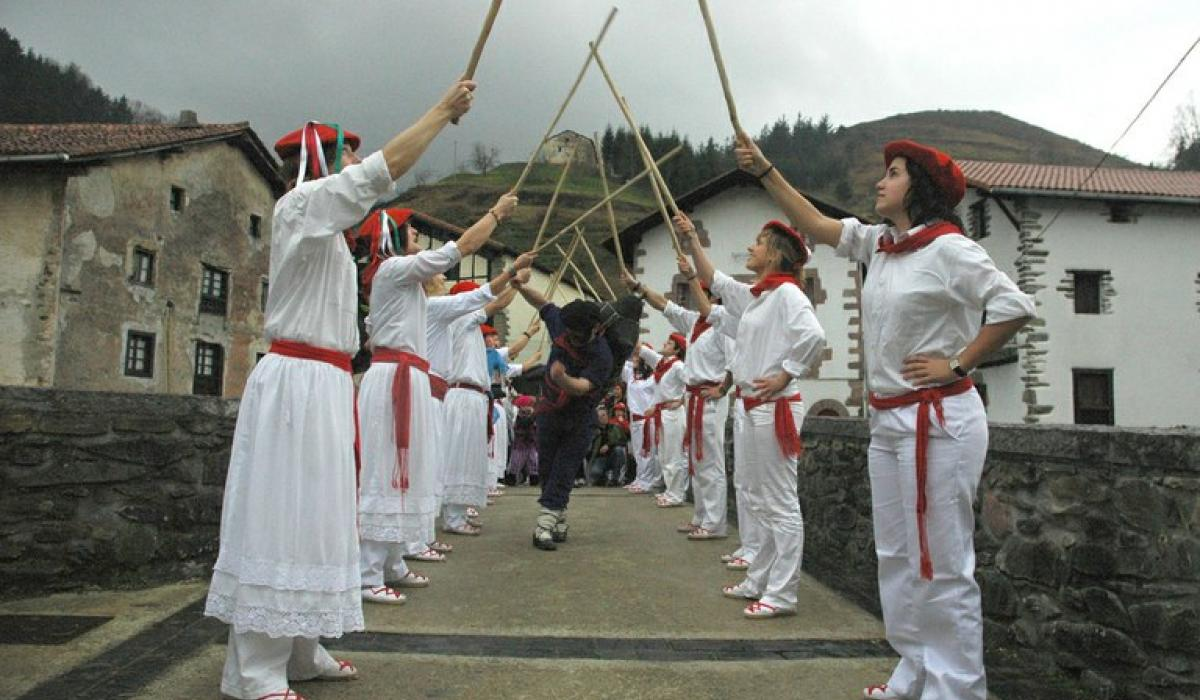 Goizuetako Zahagi dantza. 2007. Dantzan.eus